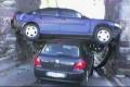 无语!世界上最离奇的汽车事故集锦
